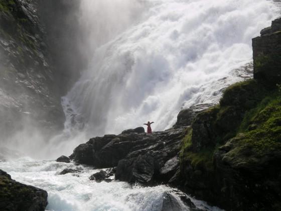 Фломсбана. У водопада