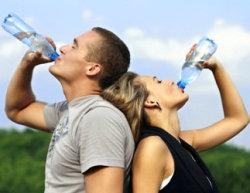 пить воду летом